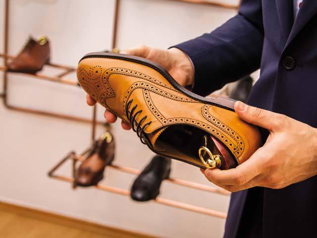 Câte perechi de pantofi ar trebui să aibă un bărbat în garderobă? Cum se asortează şi ce se poartă?