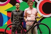 Doi antreprenori au făcut o bicicletă uşoară ca pana, de numai 7,9 kg, care azi răzbate prin traficul din Bucureşti, Paris sau Roma. Care este povestea Panamea?