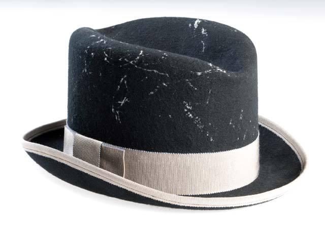 Pălăria - mai mult pentru femei sau mai mult pentru bărbaţi? Cum a evoluat în timp de la un simbol al statusului la un accesoriu la modă