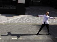 Un român din Londra îi învaţă să danseze pe politicienii şi oamenii de business din Marea Britanie. Printre elevii săi s-au numărat şi membri ai Casei Regale