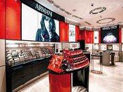 """Ce parfum foloseşte designerul italian Giorgio Armani? Esenţa e disponibilă acum în primul butic Armani Beauty din Europa, deschis la Bucureşti. """"Căutam mirosul de tămâie din copilăria mea când mergeam cu bunica la biserică"""""""