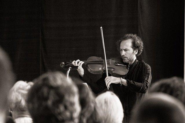 Cum va arăta muzica viitorului în viziunea directorului SoNoRo: Orchestrele mari îşi vor reduce numărul muzicienilor şi vor renaşte concertele private, dar nicio societate nu va supravieţui fără artă