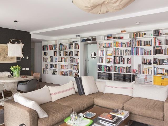 """Viaţa în izolare: Cum arată casa unuia dintre cei mai interesanţi arhitecţi ai momentului: """"Nu am căutat un stil anume, dar încerc să mă feresc de anumite tipare"""". Galerie Foto"""