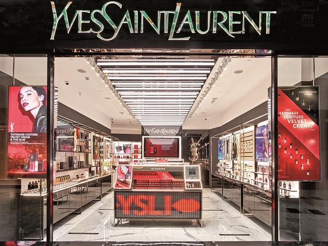 Cum a reuşit una dintre cele mai cunoscute case de modă din lume să îşi impună brandul pe piaţa de parfumerie de lux: a descoperit secretul tinereţii fără bătrâneţe