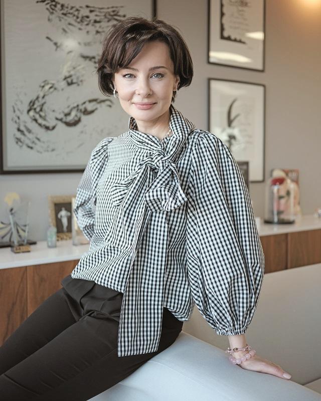 După Afaceri. Cerul este limita. O discuţie cu Rucsandra Hurezeanu, de profesie medic, care a lansat brandul românesc de dermatocosmetice Ivatherm în urmă cu 15 ani, pe o piaţă dominată de nume internaţionale