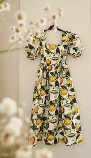 Ce o inspiră pe designerul Isabelle Vijiiac atunci când creează? Piesele semnate de ea sunt de multe ori unicat. Una din rochiile cele mai iubite, Ondine, a fost inspirată de o carte, Cină cu Picasso
