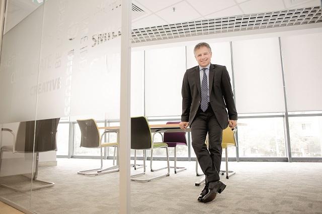 Cum arată sfârşitul de săptămână perfect pentru Gyula Fatér, CEO al OTP Bank România: Când vine vorba de timp liber, vreau să simt ca şi cum înot în cele mai limpezi ape, în ritmul meu. Las lucrurile să se întâmple, să vină natural. Nu vreau să controlez timpul liber