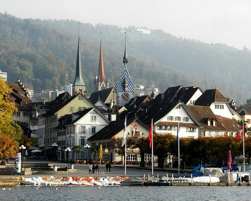 Zug, locul unde se câştigă 240 de euro pe zi. Cum atrage un orăşel elveţian cu 26.000 de locuitori câte 1.000 de noi companii pe an