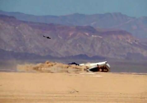 Discovery Channel prăbuşeşte intenţionat un avion de pasageri în deşert, pentru un documentar. VIDEO