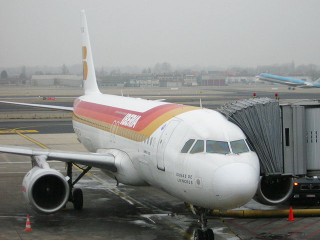 Două avioane Boeing 747 cu peste 500 de suporteri spanioli fiecare aterizează astăzi pe Otopeni