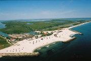 Destinaţii de weekend: Gura Portiţei, una dintre cele mai frumoase plaje din România