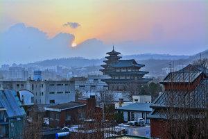 Reportaj din oraşul sufletelor sau cum te ia prin surprindere capitala Coreei de Sud când te aştepţi mai puţin. Galerie FOTO