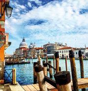 Reportaj din Veneţia, unul dintre cele mai frumoase locuri din lume, sau cum poate un oraş cu numai 60.000 de locuitori să atragă milioane de turişti anual. Galerie Foto