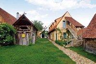 Veşnicia s-a născut la sat: Mihai Grigore şi soţia sa Raluca au lucrat un deceniu în corporaţie înainte de a decide să se mute în inima Transilvaniei şi să lanseze pensiunea Viscri 125 care primeşte anual 2.000 de turişti români şi străini