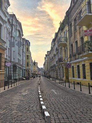 Paris, Londra sau Roma sunt în toate topurile destinaţiilor turistice de neratat. Şi totuşi, în umbra lor, se găsesc nişte adevărate bijuterii arhitecturale, oraşe care te iau complet prin surprindere, iar Kiev-ul este unul dintre ele. GALERIE FOTO