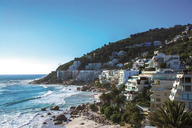 Oraşul contrastelor perfect echilibrate: Un mix de culturi, gastronomii şi peisaje care-ţi taie respiraţia fac din Cape Town sufletul Africii de Sud şi chiar al întregului continent african. GALERIE FOTO