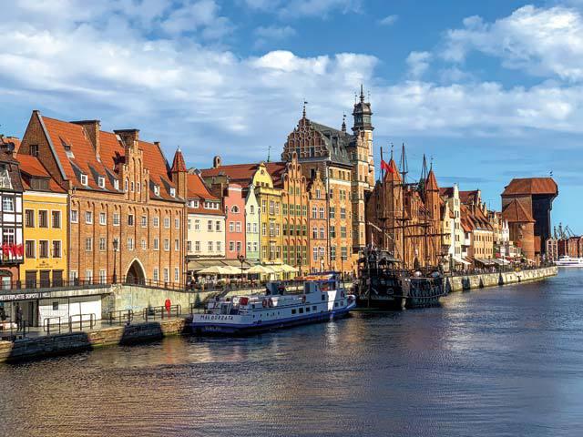 Polonia e o destinaţie turistică pe care puţini o pun în vârful listei de călătorii. Oraşul Gdansk însă, rivalizează cu cele mai frumoase Capitale din Europa, fiind totodată strategic din punct de vedere istoric şi economic. GALERIE FOTO