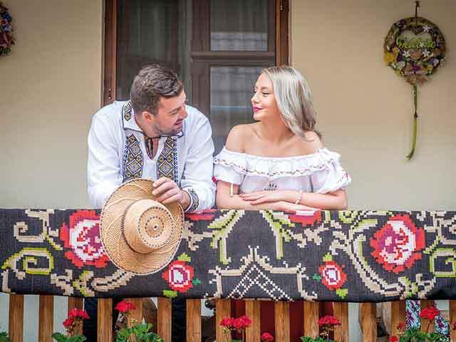 Pentru cei mai mulţi, Sighişoara este o destinaţie de vacanţă. Pentru Sorina şi Cristi Moldovan, Sighişoara este locul unde s-au decis să se întoarcă după studii să-şi îndeplinească cel mai mare vis. Aşa a apărut Casa Savri