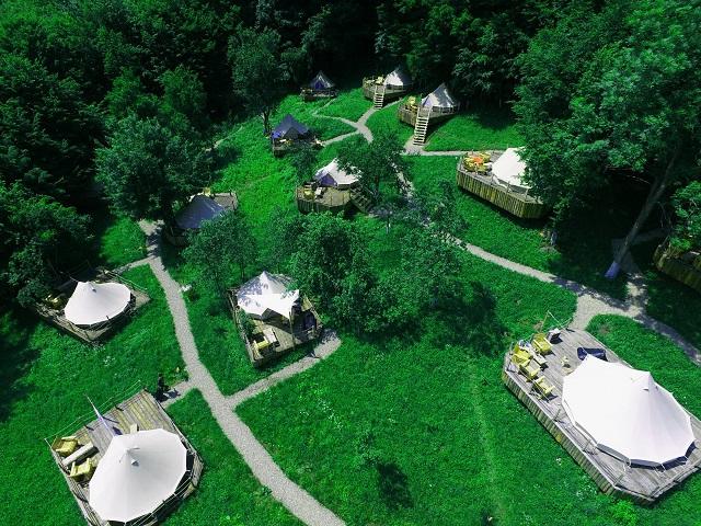 Marea evadare sau cum au reinventat câţiva antreprenori vacanţa la cort: Am luat tot ce e fain şi frumos din experienţa campingului şi am eliminat părţile mai puţin dorite. Galerie FOTO