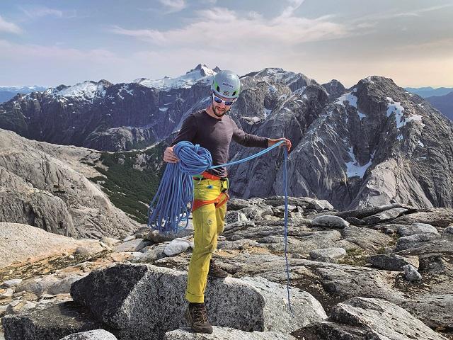Trei dintre cei mai cunoscuţi alpinişti români ne poartă pe cărări nebătătorite prin ţară pentru a ne arăta destinaţiile lor preferate. Astăzi, Vlad Căpuşan: Multe dintre cele mai frumoase locuri nu se află în circuitul turistic. GALERIE FOTO