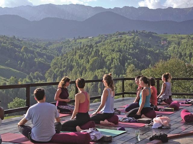Într-o lume tot mai nebună şi mai stresantă, retreat-urile au devenit o formă tot mai populară de evadare. Nu e nevoie să călătoreşti până în India sau Bali pentru asta, ci chiar în România, dar unde?