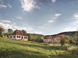 Executivul care a condus operaţiunile fondului de investiţii Mid Europa Partners în România a cumpărat 10 case într-un sat din Transilvania şi le transformă în proiect turistic de lux. Cum arată?