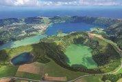 Cum arată una dintre cele mai exotice insule din Europa? E aruncată de zei în mijlocul Oceanului Atlantic, undeva la jumătatea distanţei dintre Bătrânul Continent şi America de Nord, e greu să o găseşti pe hartă, dar odată ajuns nu vrei să mai pleci
