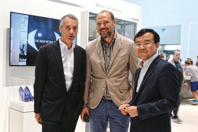"""Gadgeturi de ultimă generaţie, camere secrete şi promisiuni de business. Pe scurt, o întâlnire între un executiv """"de lux"""" şi şeful Samsung România"""