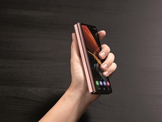 BRAND STORY: Galaxy Z Fold2 este noul standard pentru multitasking şi multimedia din categoria premium. Cu ce vine nou?