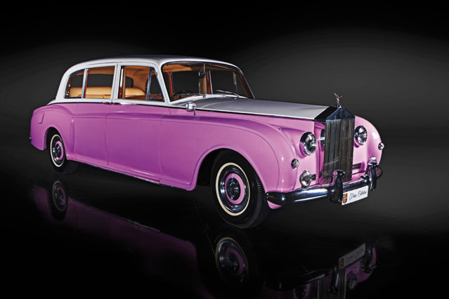 Rolls Royce Phantom V i-a aparţinut lui Elton John. Foto: Ţiriac Collection