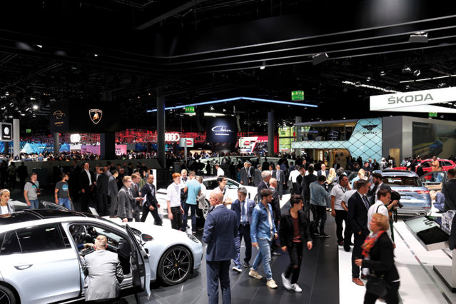 """Stele de tehnologie: Automobilul se schimbă rapid de la un an la altul, iar din """"aglomeraţia"""" de mecanică, maşina devine un """"computer pe roţi"""""""