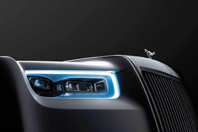 Când perfecţiunea poate fi depăşită: Din momentul în care Sir Henry Royce a prezentat prima generaţie a Phantom în 1925, aceasta a fost considerată a fi cea mai bună maşină din lume, un mix de design şi tehnologie. Acum a ajuns la cea de-a opta generaţie şi vine cu o serie de noutăţi