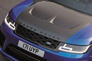 """Un automobil sport trebuie să fie neapărat un coupé, cel mult o limuzină tip """"coupé cu patru uşi"""", să aibă o gardă la sol cât mai mică şi o aerodinamică deosebită. Sau nu"""