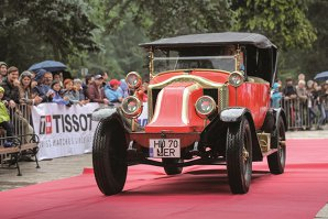 """Concursul de Eleganţă Sinaia, lansat cândva în anii dintre cele două războaie mondiale, a ajuns în 2018 la cea de-a opta ediţie modernă care a adunat 28 de participanţi din 4 ţări. Doar automobile de excepţie. La doar un click distanţă se găsesc pozele acestor """"bijuterii"""" pe patru roţi"""
