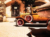 Care au fost cele mai frumoase maşini de la Concursul de Eleganţă Sinaia: automobilul Aero 30 care a aparţinut Majestăţii Sale Regele Mihai I şi-a făcut intrarea (e de fapt o revenire) în Grădinile Regale ale Castelului Peleş