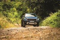 """Ford Ranger Raptor: Cifrele nu impresionează la prima vedere - are """"doar"""" 213 CP, însă poate merge cu viteze de până la 100 km/h pe trasee unde un SUV obişnuit merge cu cel mult 30-40 km/h. Cum?"""