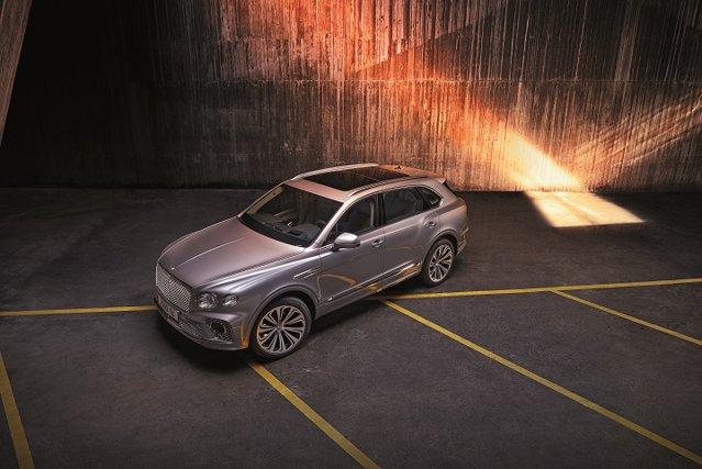 Bentley a luat prin surprindere piaţa auto când a lansat Bentayga, pentru prima dată un constructor din segmentul de lux intra în piaţa automobilelor de teren. Acum, britanicii au făcut un facelift automobilului. Cu ce vin nou?