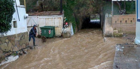 Imaginea articolului După tragedia din Halkidiki, Grecia se confruntă cu inundaţii. Importante rute de transport din vestul ţării, închise