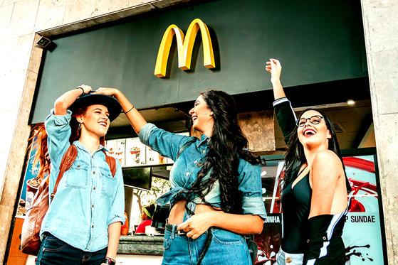 """Imaginea articolului McDonald`s, decizie neaşteptată în """"războiul"""" cu rivalul Burger King"""