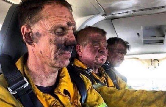 Imaginea articolului Trupa Metallica a donat o sumă uriaşă pentru a sprijini pompierii şi voluntarii din Australia