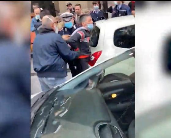 Imaginea articolului O femeie a fost arestată pentru că nu purta mască