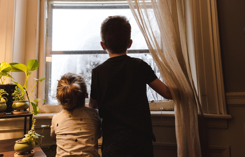 Studiu. Un părinte din doi nu respectă dreptul la protecţie al copiilor