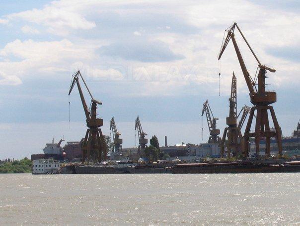 Protest în faţa Ministerului Economiei, faţă de concedierile de la Damen Shipyards Mangalia