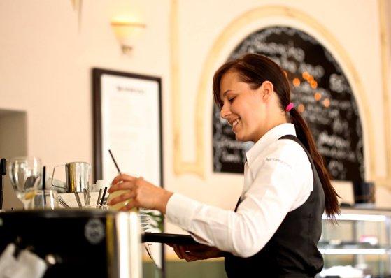 Imaginea articolului Deficit URIAŞ de forţă de muncă industria ospitalităţii. Ce soluţii există