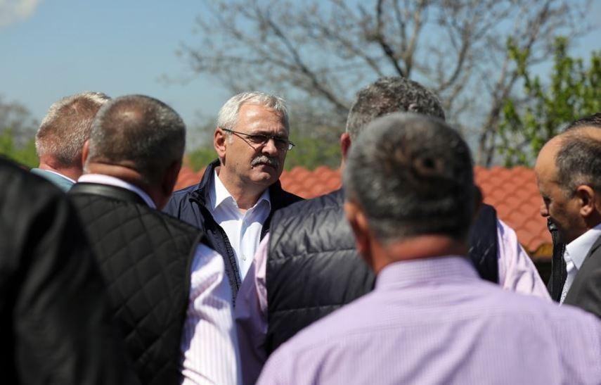 """Dragnea: Casa de Comerţ Unirea va investi 15 milioane de euro în trei centre de spălare a lânii/ Liderul PSD îi critică pe """"hârţogarii"""" din instituţiile statului care nu înţeleg agricultura"""