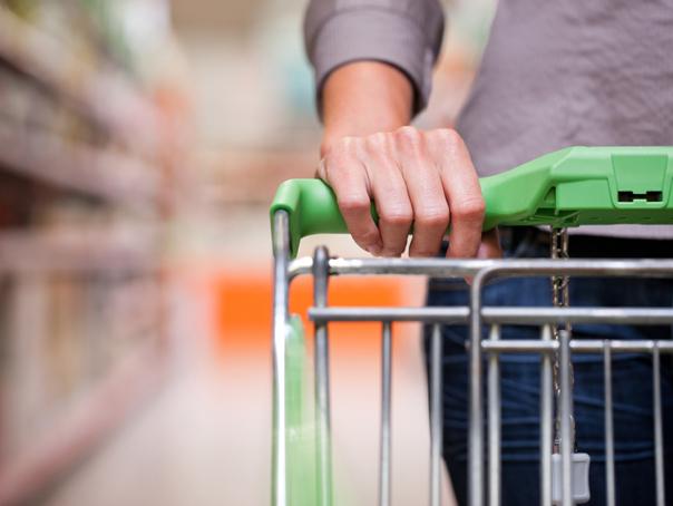 Protecţia Consumatorilor a descoperit mari nereguli la peştele din hypermarket-uri | FOTO, VIDEO