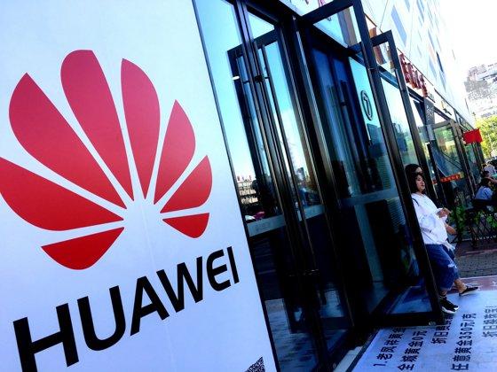 Imaginea articolului Scandalul Huawei: Fondatorul se aşteaptă la o scădere DRASTICĂ a veniturilor companiei