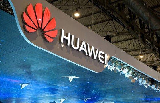Imaginea articolului Când vor fi lansate pe piaţă telefoanele Huawei Mate X cu ecran pliabil. Anunţul făcut de compania chineză