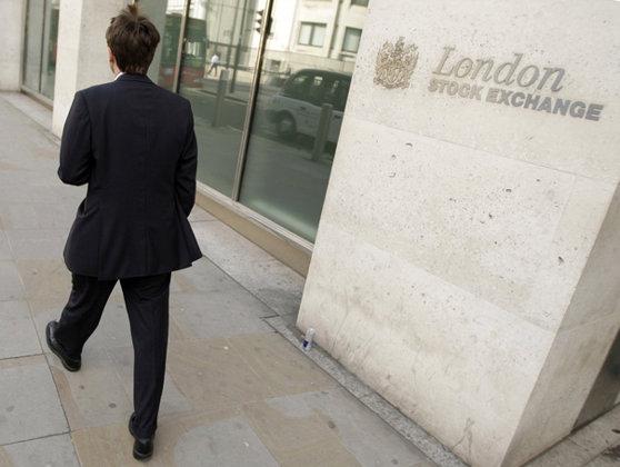 Negocierile continuă: Bursa din Hong Kong nu renunţă la oferta de preluare a rivalei din Londra