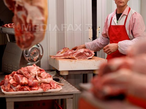 Imaginea articolului Analiză îngrijorătoare: Românii plătesc mai mult decât londonezii şi dublu faţă de cehi pentru carnea de porc
